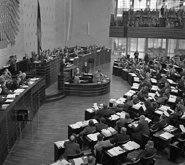 Der Bundestag in Bonn, 1954